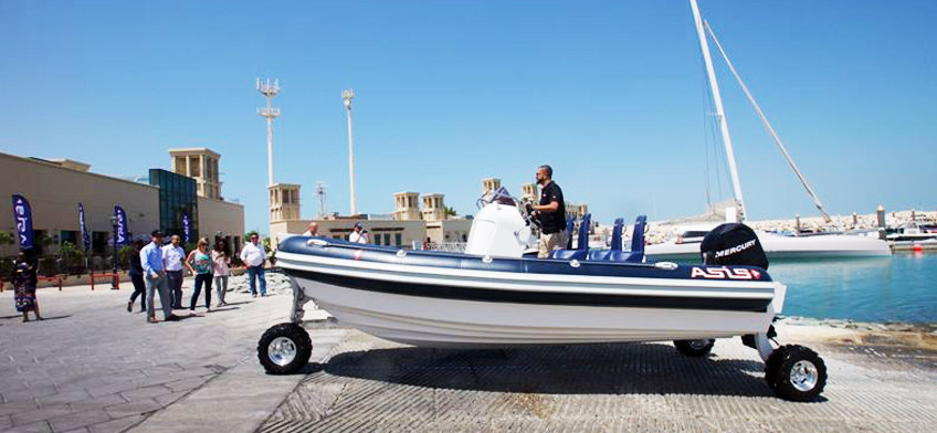 Outboard Amphibious boat powered by Sealegs®